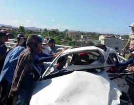 Người dân dùng xà beng giải cứu tài xế mắc kẹt trong cabin