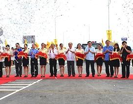 Hàng vạn người dân phấn khởi trong ngày khánh thành cầu bắc qua sông Lam