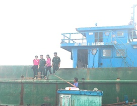 Bắt giữ tàu xả chất thải nghi từ cảng gang thép Nghi Sơn xuống biển