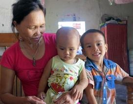 Nghệ An: Trao tiền cứu trợ rồi lấy lại chia… đều?