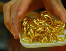 Mua nhẫn vàng tròn trơn trôi nổi – người tiêu dùng thiệt thòi không biết kêu ai