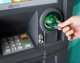 ATM gánh gần 30 loại phí: Lương Việt Nam, phí như Tây