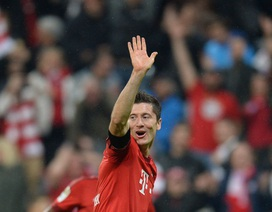 """Lewandowski thiết lập một loạt kỷ lục cùng """"bàn tay nhỏ"""""""