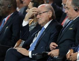 FIFA đình chỉ công tác chủ tịch Sepp Blatter