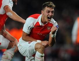 """Arsenal 2-0 Bayern Munich: Neuer """"cứu rỗi"""" thầy trò Wenger"""