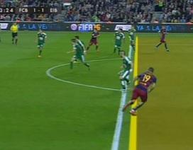 Trọng tài bỏ qua lỗi việt vị giúp Luis Suarez ghi bàn