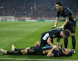Hạ gục Olympiakos, Arsenal vượt qua vòng bảng Champions League