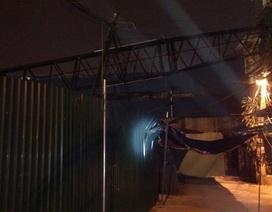 Vụ cần cẩu đổ sập tại Giảng Võ: Người dân kể lại nỗi sợ hãi lúc nửa đêm