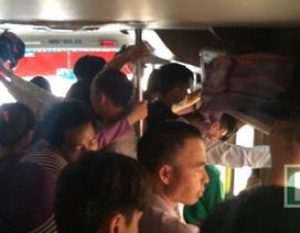 Xe về Hà Nội nhồi nhét mặc hành khách kêu than
