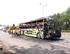 Xe giường nằm chở hơn 30 hành khách phát nổ, cháy ngùn ngụt