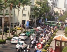 Thu phí ô tô vào trung tâm: Giảm kẹt xe hay thu tiền?