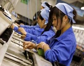 """Ngành sản xuất bắt đầu """"ngấm đòn"""" do nhân dân tệ phá giá"""