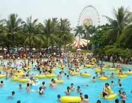 Mát trời, người Hà Nội kéo tới công viên, rạp chiếu phim, bể bơi