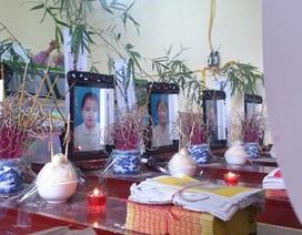 Đau xé lòng tiễn đưa 8 người trong một gia đình thiệt mạng do mưa lũ