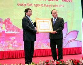 Phó Trưởng Ban Tổ chức Trung ương đón nhận Huân chương Lao động Hạng Nhì