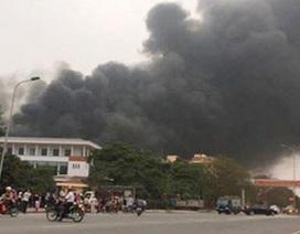 Cháy lớn tại nhà máy gạch Viglacera, cầu viện xe chữa cháy của Hà Nội