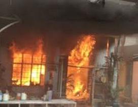 Cháy nhà, chồng tử vong, vợ con bỏng nặng