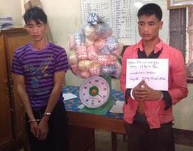 """Bắt 2 đối tượng người Lào đang """"gùi lưng"""" 35kg thuốc phiện"""