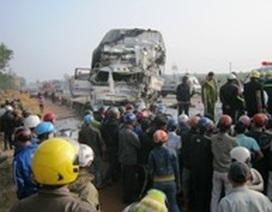 Quảng Trị: Hai xe tải đấu đầu, 4 người thương vong