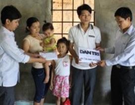 Trao gần 50 triệu đồng đến trường hợp hai bé gái mắc bệnh thiếu máu
