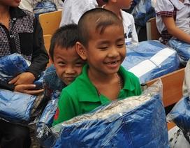 Tặng hơn 300 áo ấm đến học sinh nghèo vùng cao