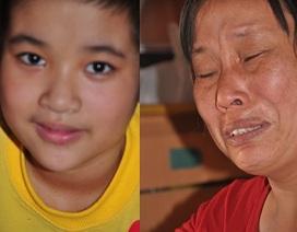 Thương bé 9 tuổi trò chuyện với búp bê chuyện mình sắp chết