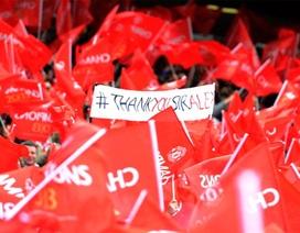 """Old Trafford được """"nhuộm đỏ"""" mừng cúp vô địch và tri ân Ferguson"""