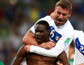 Pirlo, Balotelli tỏa sáng giúp Italia hạ gục Mexico
