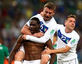 """Nhìn lại màn tỏa sáng của """"lão tướng"""" Pirlo và """"cậu bé hư"""" Balotelli"""