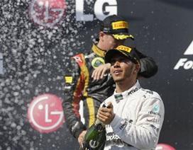 Hamilton giành chiến thắng tại đường đua Hungary