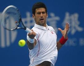 Djokovic nhọc nhằn tiến vào tứ kết