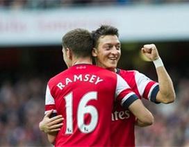 Ozil tỏa sáng, Arsenal vùi dập Norwich