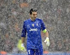 Tuyết rơi nhanh, Galatasaray phải tạm hoãn chiến đấu với Juventus