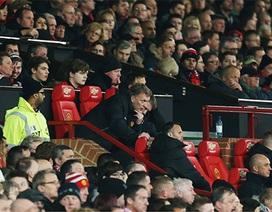 """3 điểm yếu kí sinh trong """"cơ thể"""" Man Utd"""
