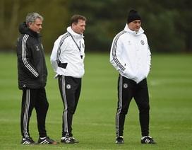 """Mourinho đăm chiêu trước """"trận chiến sinh tử"""" của Chelsea"""