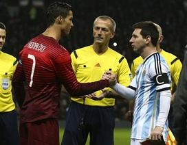 Đập tan tin đồn, C.Ronaldo ôm vai bá cổ Messi