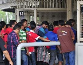 CĐV Malaysia nô nức xếp hàng mua vé trận gặp Việt Nam