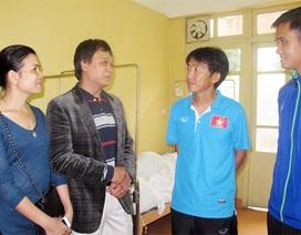 HLV Miura thăm trung vệ Duy Khánh