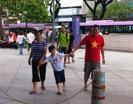 """CĐV Việt Nam """"đổ bộ"""" đến Shah Alam"""
