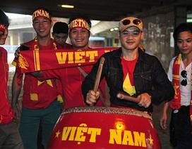 CĐV Việt Nam hâm nóng không khí trước trận Malaysia-Việt Nam