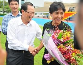 Đại sứ Việt Nam tại Singapore tới thăm các tuyển thủ U23