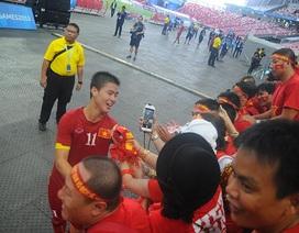 Cầu thủ U23 Việt Nam tri ân người hâm mộ