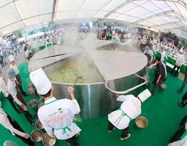 Siêu lẩu với 3.000 lít nước dùng