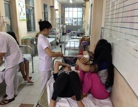 Sau bữa cơm chiều, hàng trăm công nhân giày da nhập viện