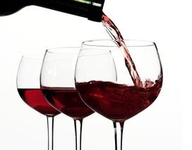 Dễ tăng huyết áp vì uống nhiều rượu vang