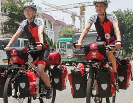 Hai chị em người Nam Phi đạp xe vòng quanh châu Á kêu gọi bảo vệ tê giác