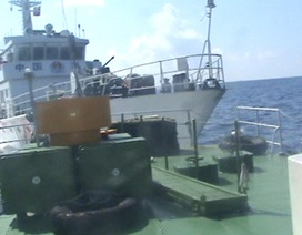 Tàu Trung Quốc giăng bẫy khiêu khích, rình quay phim, chụp ảnh