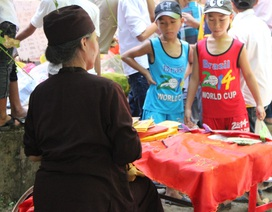 Hà Tĩnh: Bói toán ngang nhiên hoạt động tại lễ hội đền Lê Khôi