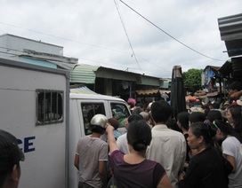 Tiểu thương bức xúc vây Ban quản lý chợ