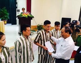 Phó Thủ tướng trực tiếp trao quyết định đặc xá